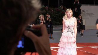 Venedig: Kirsten Dunst kommt im Traumkleid