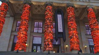 Hilfeschrei am Gendarmenmarkt: Ai Weiweis Schwimmwesten